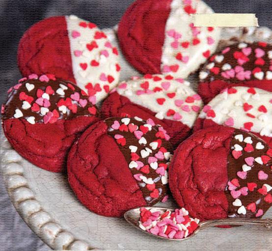 Красное печенье с сердечками