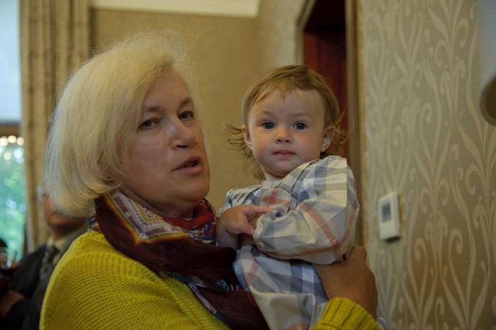 Маруся с бабушкой Еленой Воскобойниковои