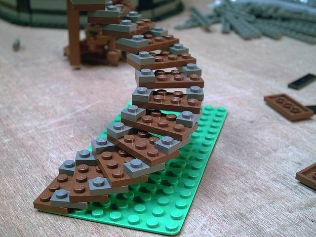 Винтовая лестница из Лего