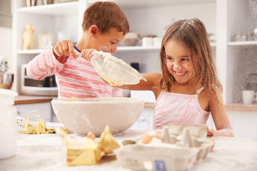 Image result for дети готовят торт