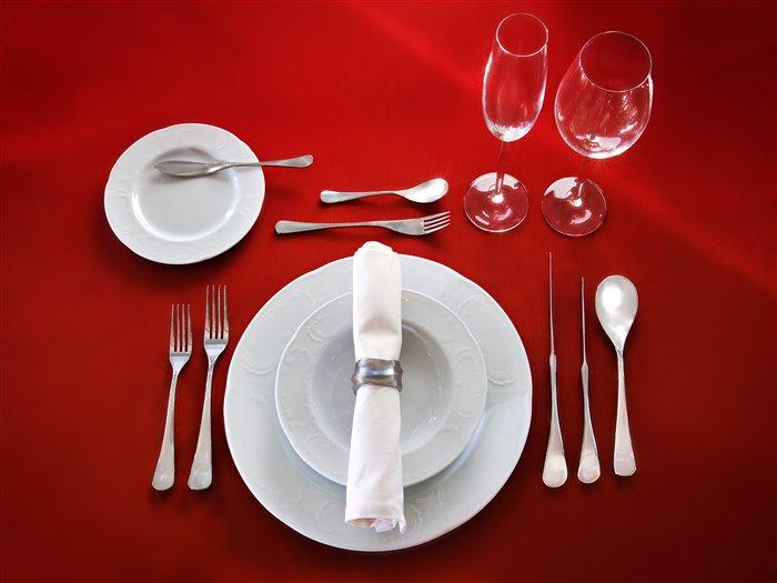 За столиком в ресторане без трусов, порно фото мастурбации на работе