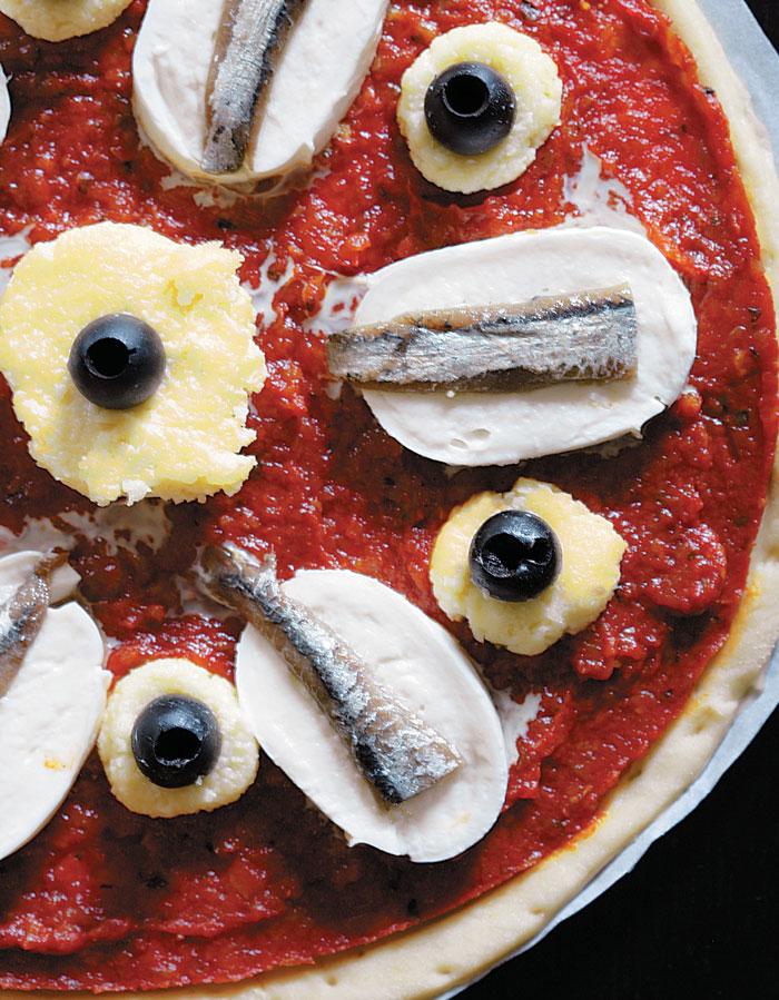 Пицца спомидорами ианчоусами