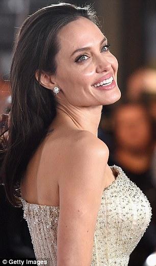 Анджелина Джоли иудаление груди: миллионы последователей