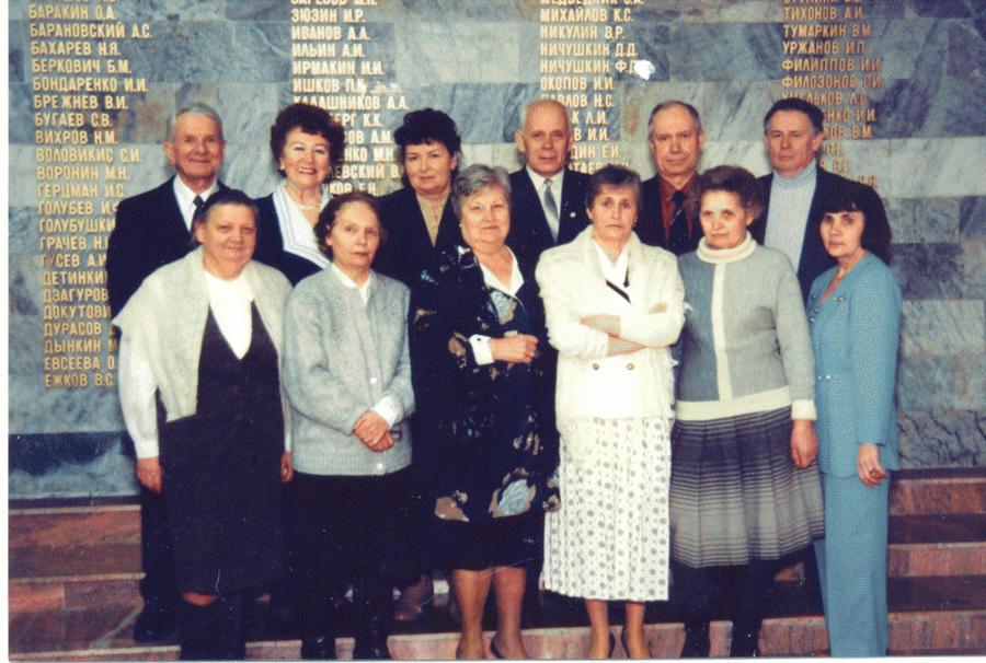 Встреча группы встенах института вчесть 50-летия МАИ, 2005 год