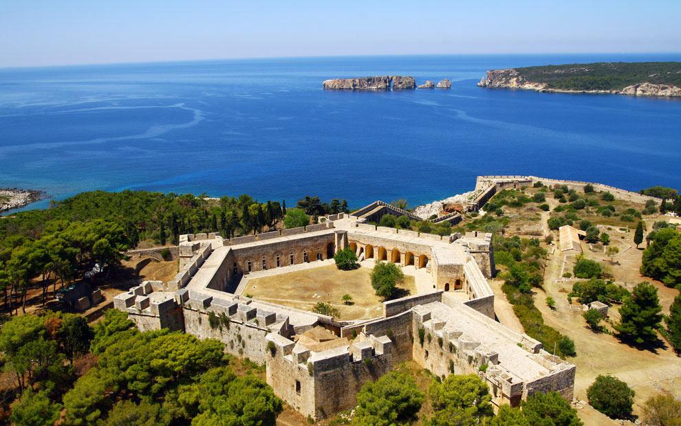 Крепость Неокастро