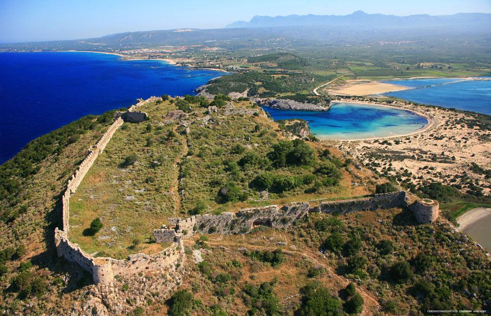 Пляж Войдокилия икрепость Палеокастро