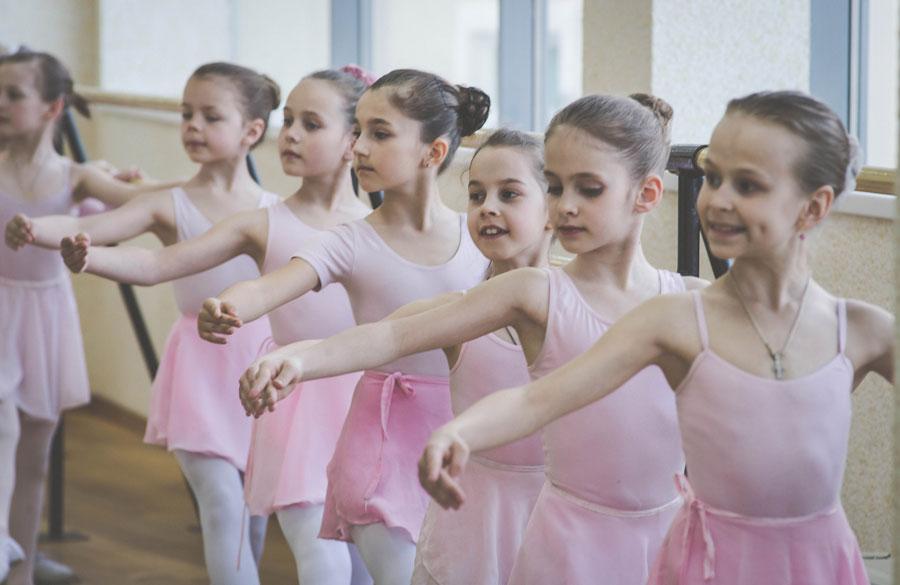Во сколько лет отдавать ребенка на танцы