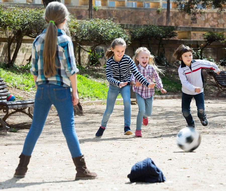Игры со сверстниками, игры на улице