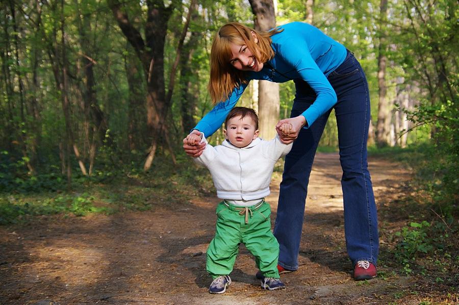 Как подготовиться к первой прогулке с ребенком. Как кормить грудью в общественных местах