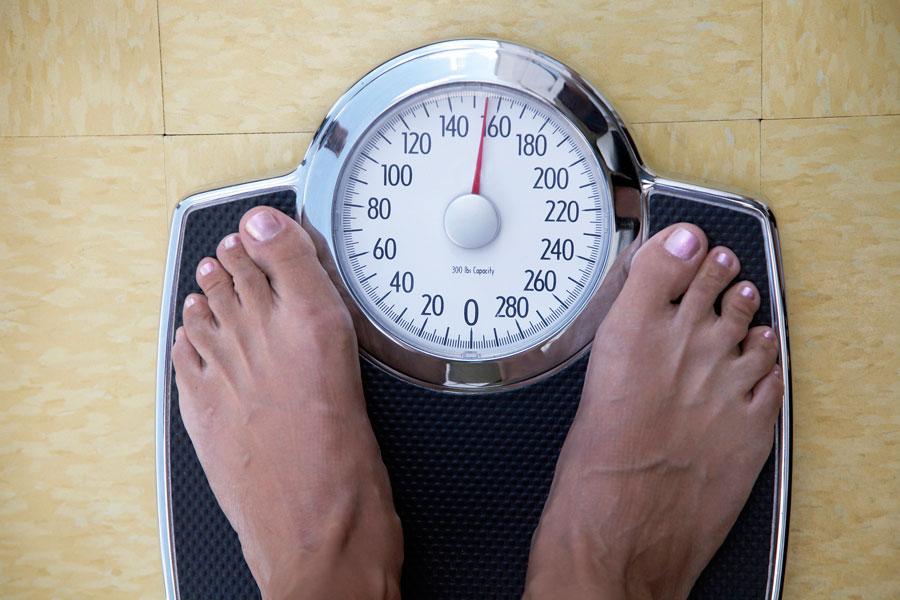5упражнений для похудения зарабочим столом