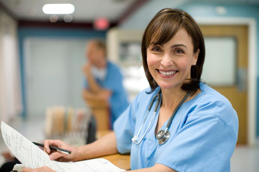 Пациент выписывается изстационара именяет назначенное лечение