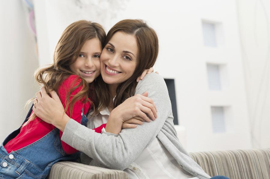 Папа с дочкой и ее подругой