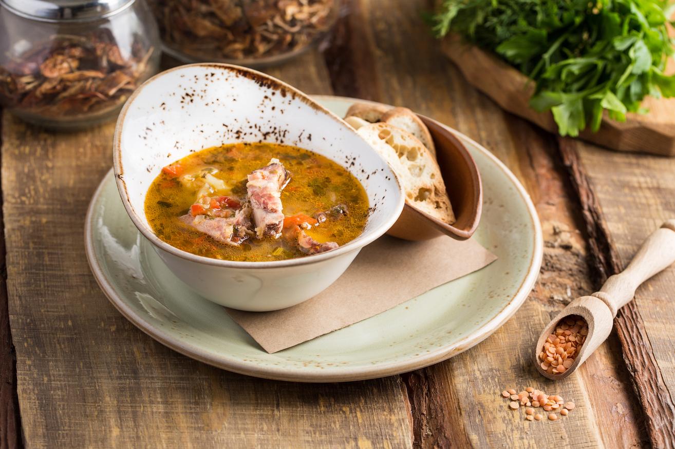 Суп изчечевицы скопченой телятиной