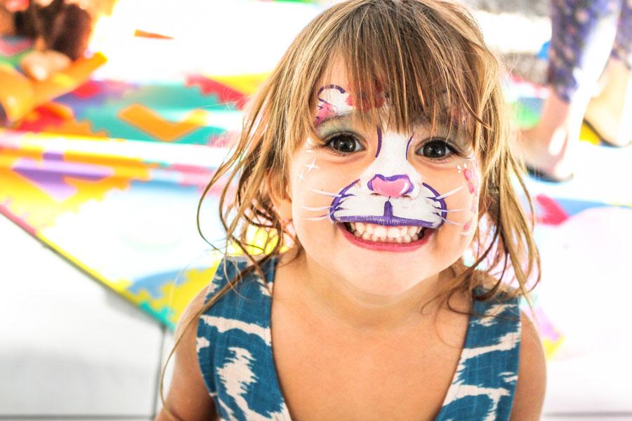 Как научить ребенка правильному поведению застолом