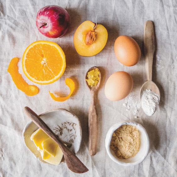 Пирог сосливами, апельсином иимбирем