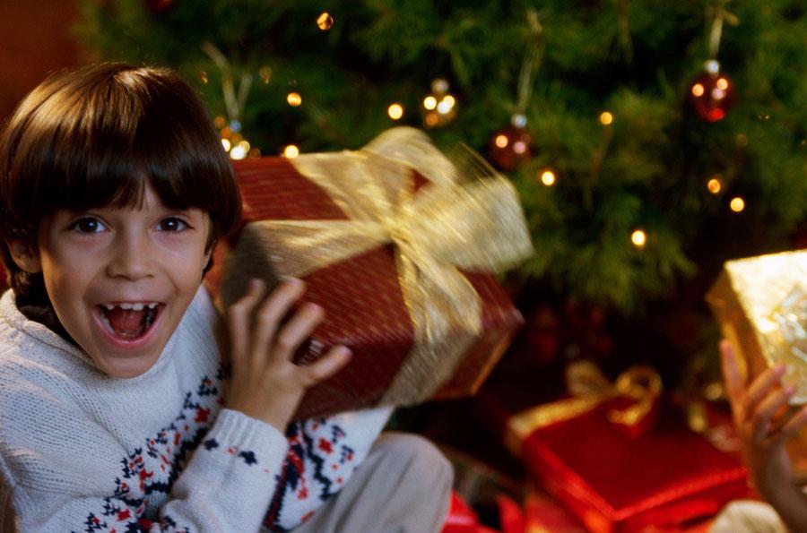Как подарки наНовый год идень рождения повышают самооценку ребенка