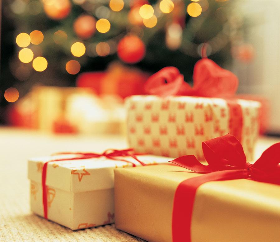 Новогодние открытки: кому отправлять?