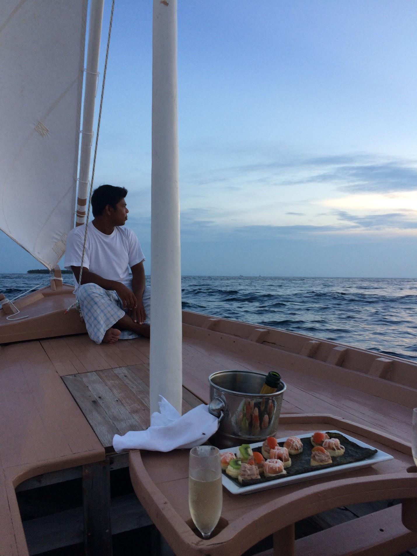 Свадьба наМальдивах— или просто романтика: шампанское под парусом или ужин назакате