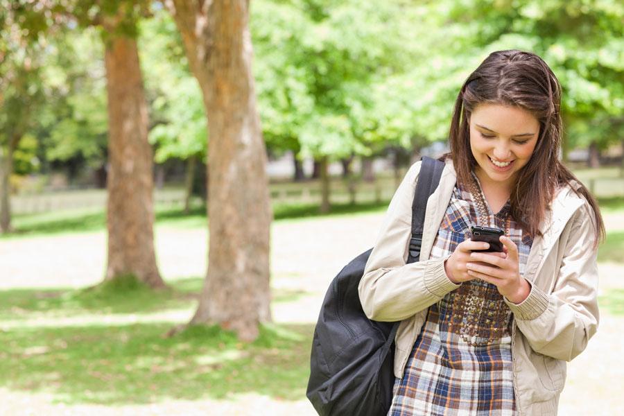 Ребенок и смартфон