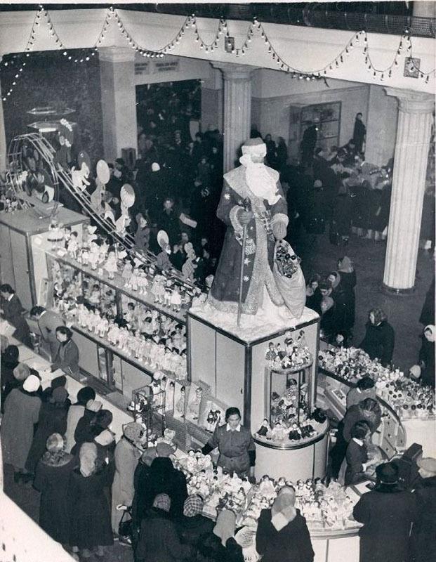Ёлка в ГУМе. Автор Евзерихин Эммануил, 1950-ед