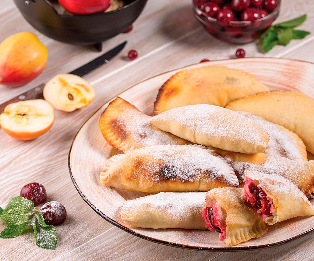 Сладкие пирожки сяблоками ивишней— кокроки, рецепт
