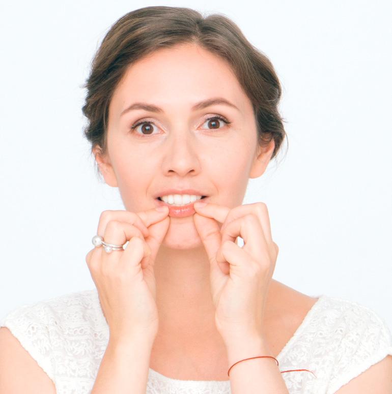 Делаем пухлые алые губы