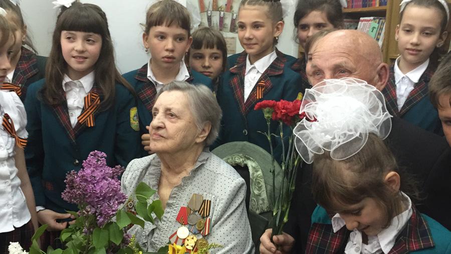 Клавдия Михайловна среди школьников