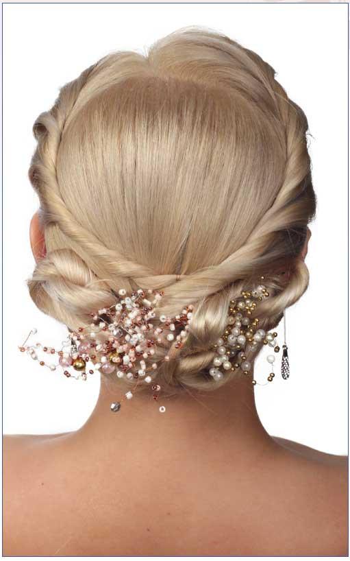 Прическа для длинных волос сплетением