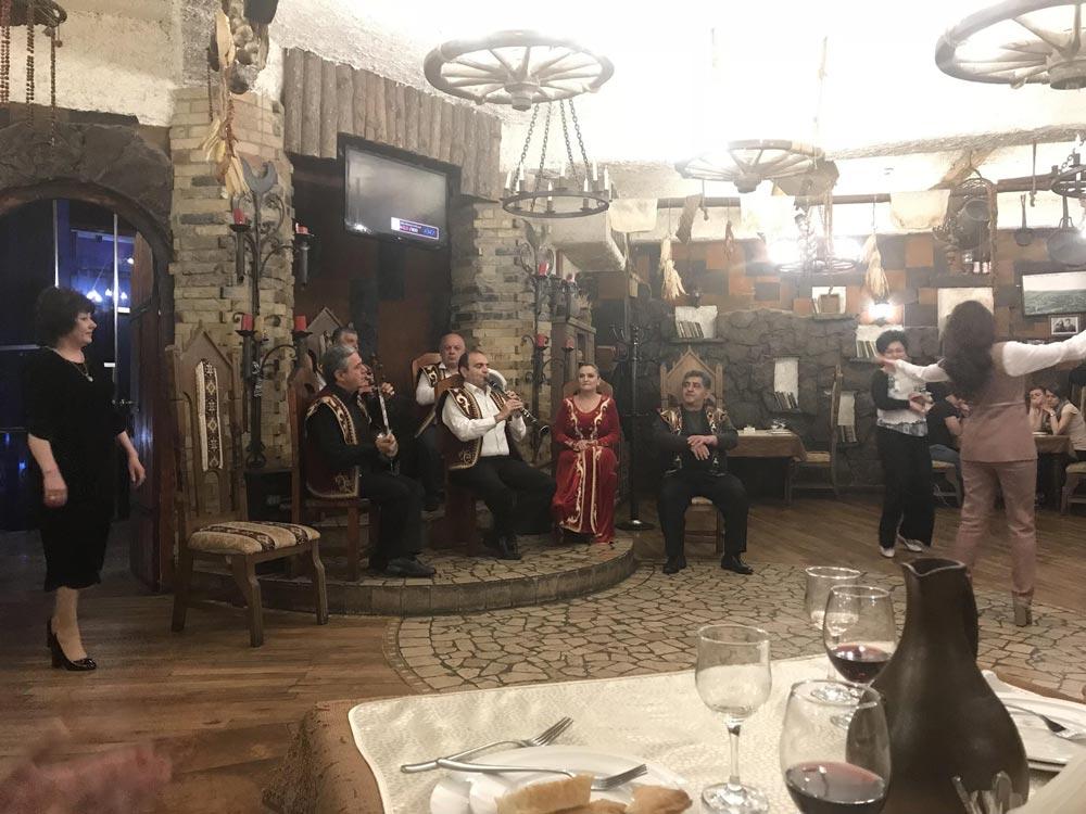 Цены в Ереване: рестораны, метро