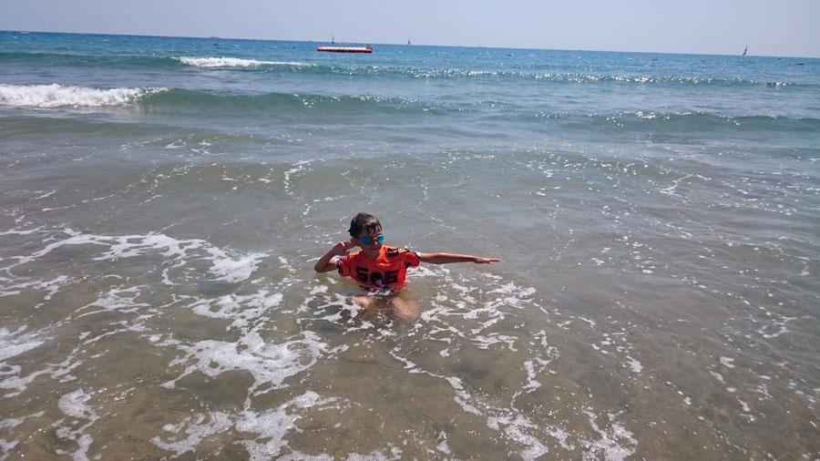 Замечательный песчаный пляж ипрочие радости