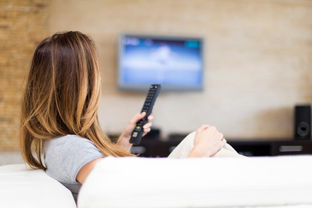 Почему мысмотрим телевизор больше, чем нам надо?