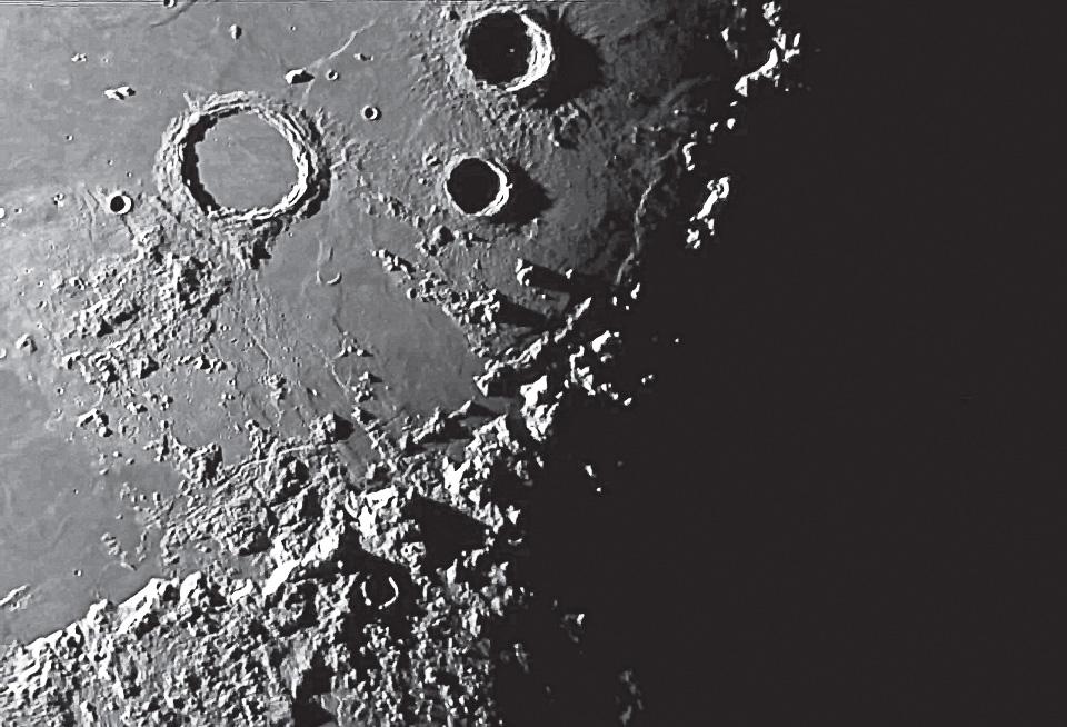 Вид Луны втелескоп