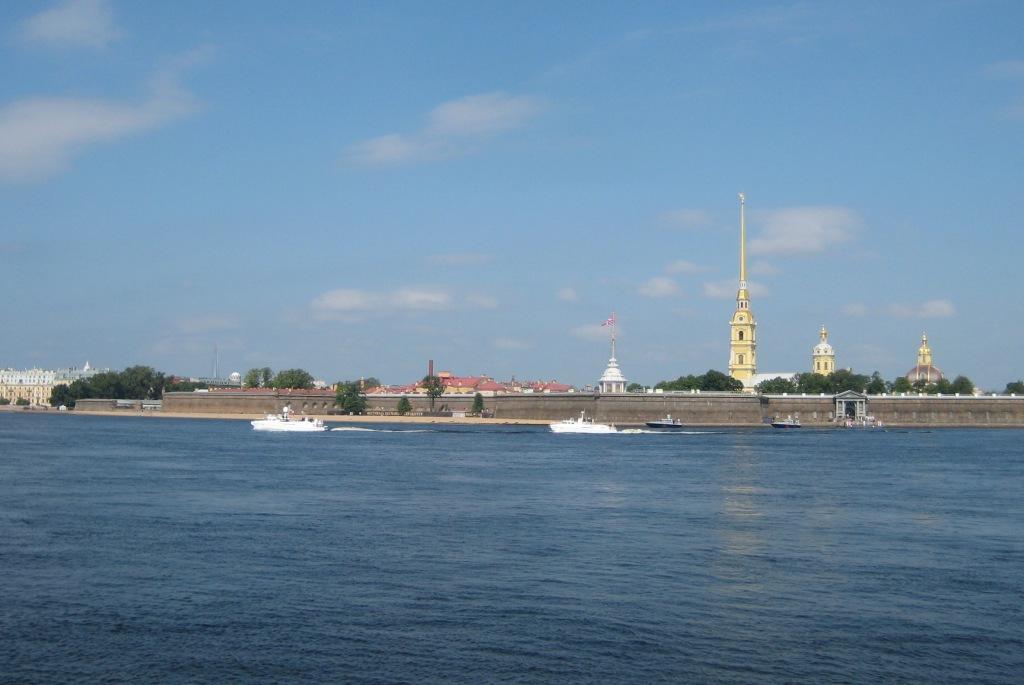 Два белых катера