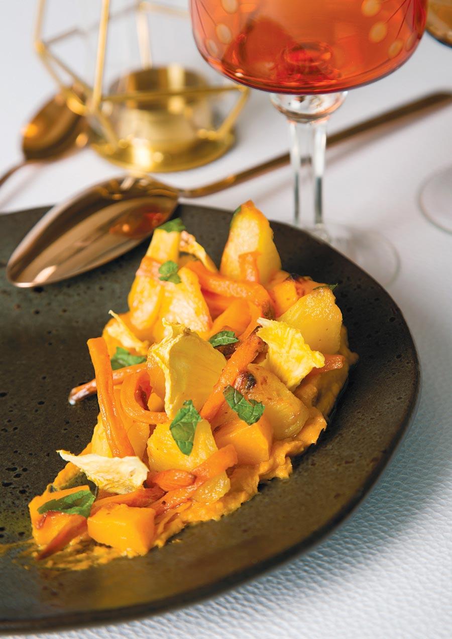 Салат иззапеченной тыквы, ананаса исладкого картофеля