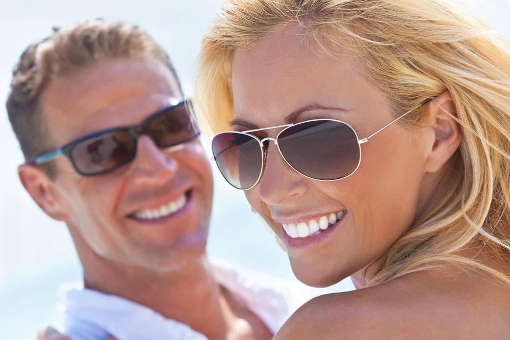 Почему богатые мужчины выбирают молодых девушек?