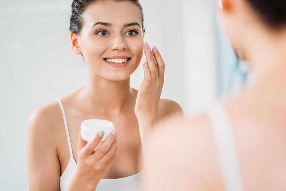 Прийти к косметологу за подбором крема