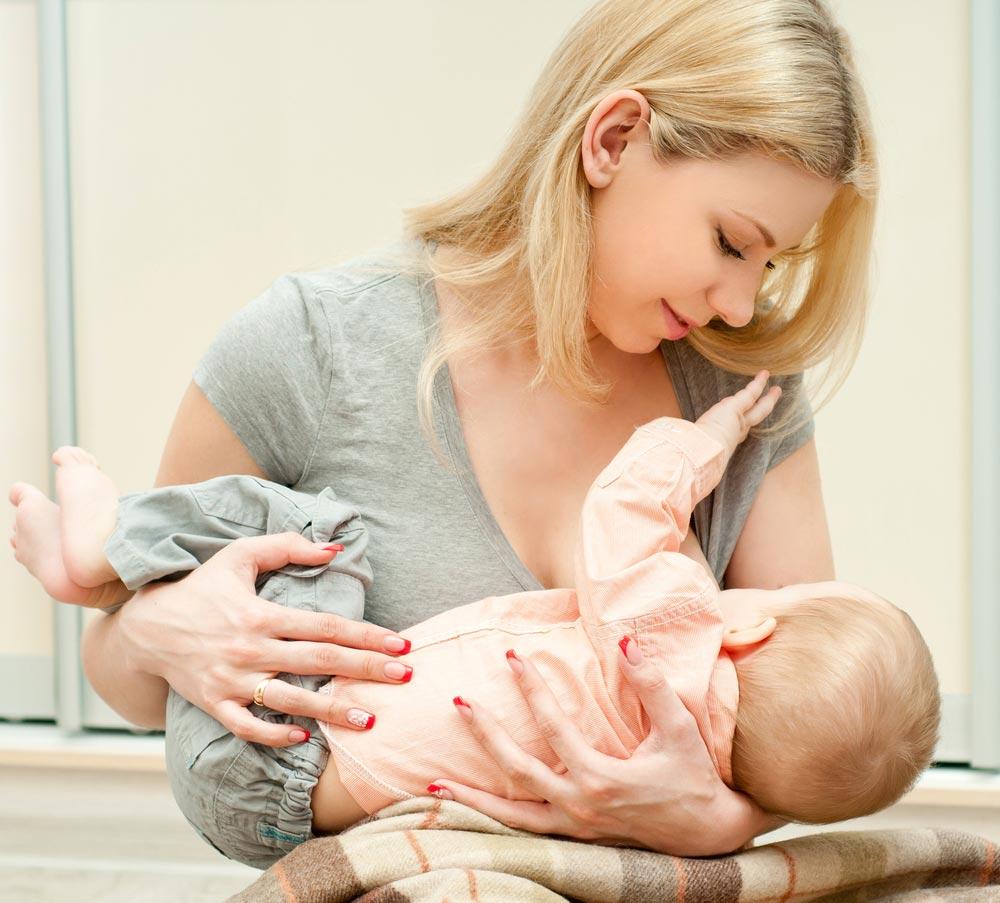 Как в организме матери возникает грудное молоко