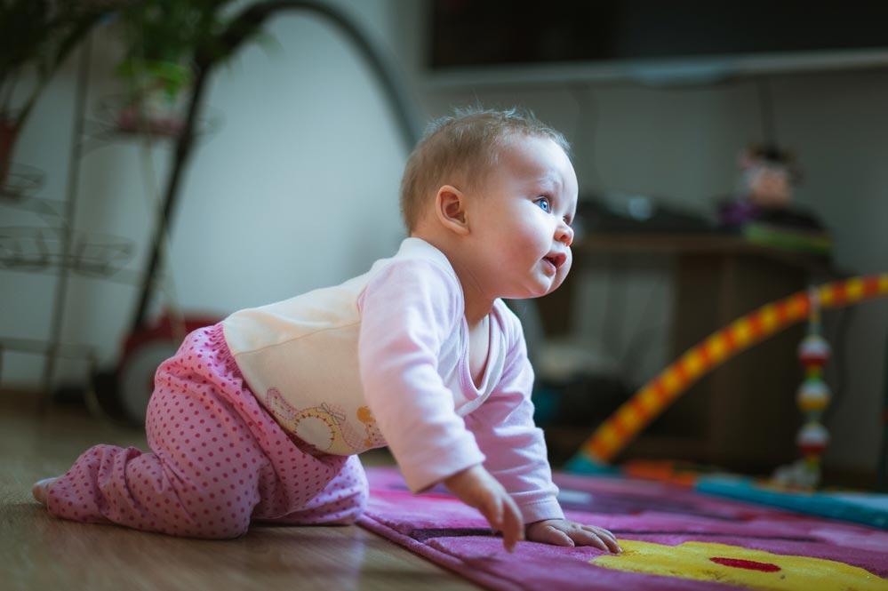 Как подготовить ребенка кползанию
