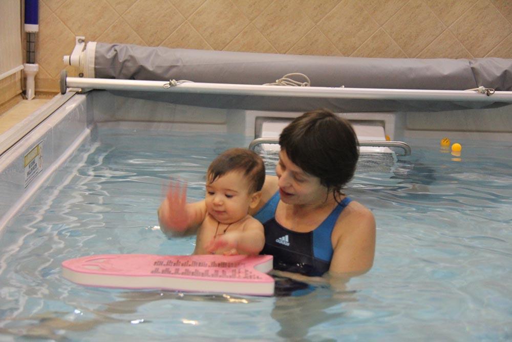 Занятия плаванием с грудничком