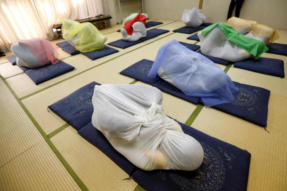 Otonamaki, японское пеленание взрослых