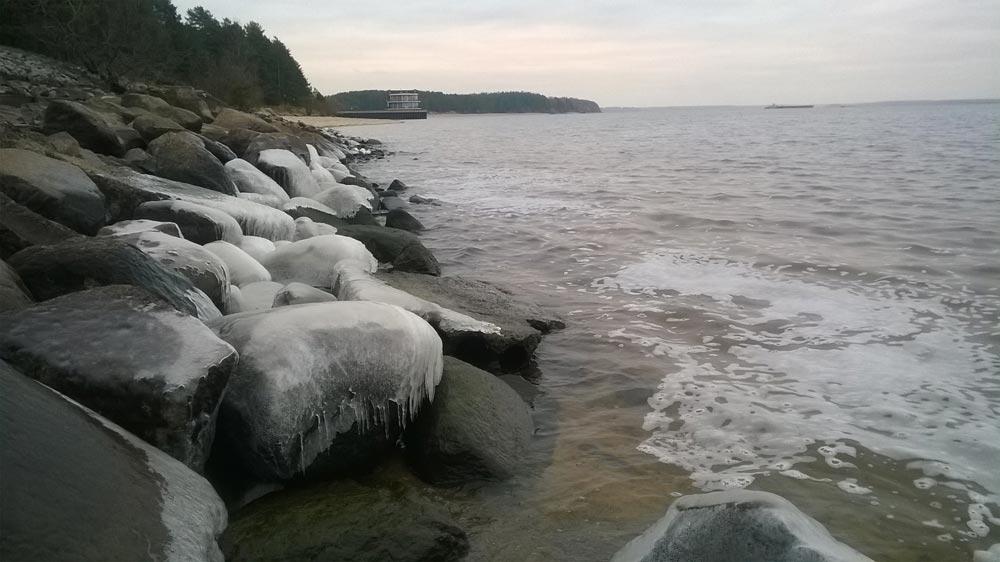 Откуда уВолги пустующие берега?