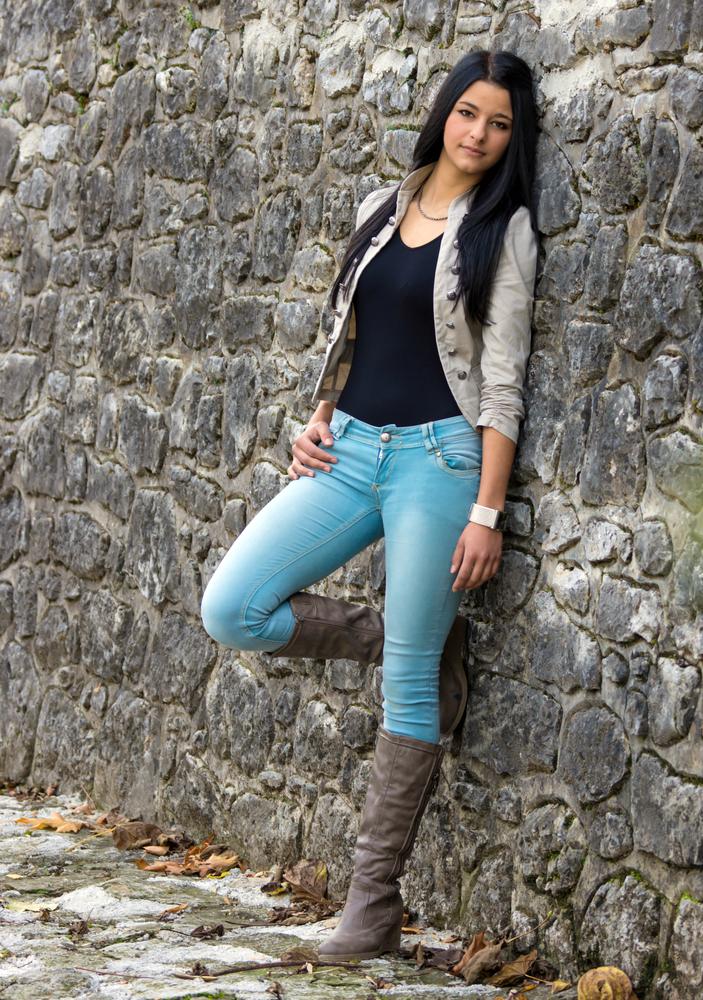 Как составить образ с джинсами