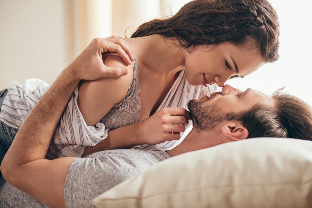 Картинки с поцелуем и обниманием