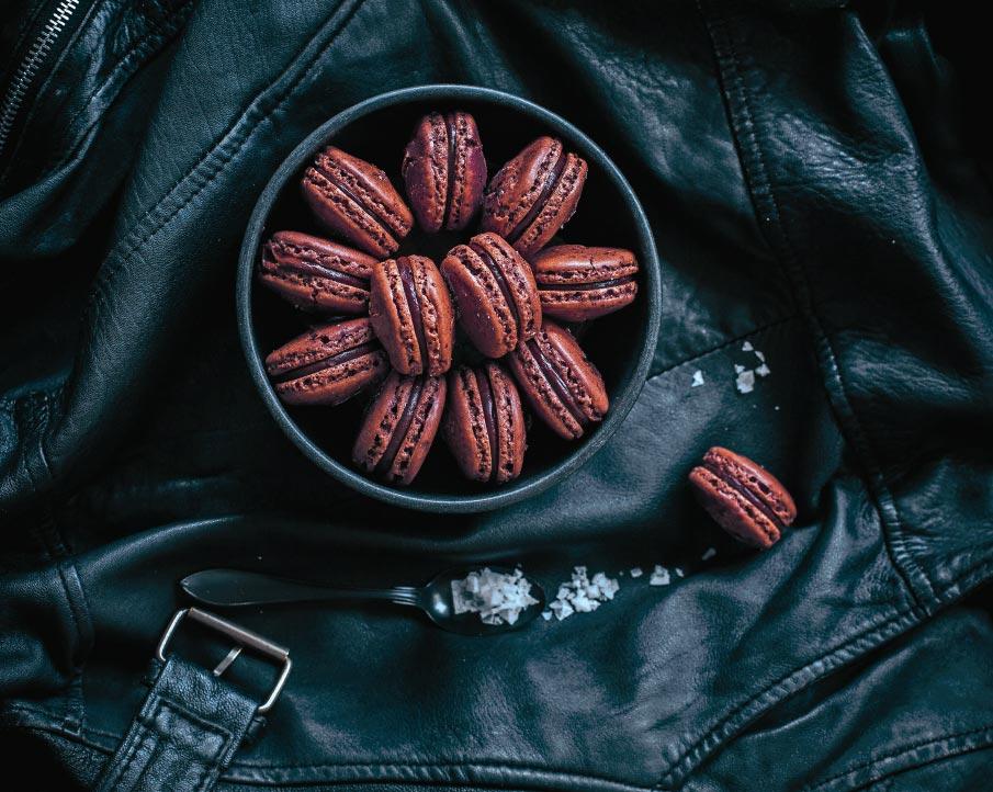 Шоколадные макарони сморской солью