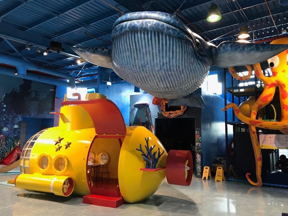 Детский клуб— желтая подводная лодка икашалот