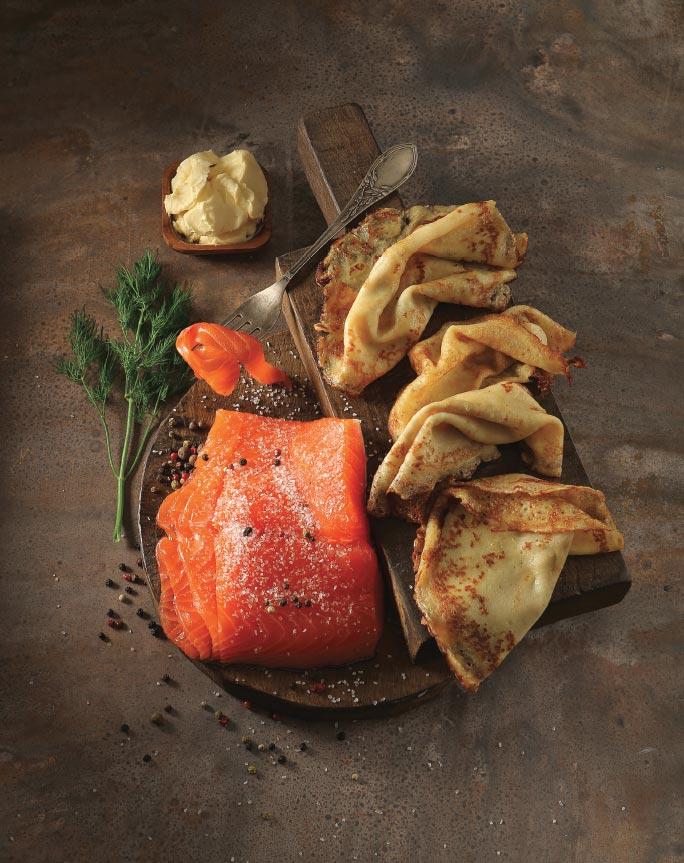Дрожжевые овсяные блины сослабосоленым лососем