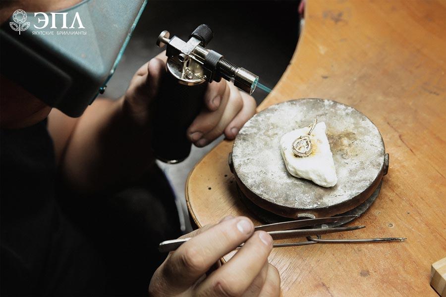 Недорогие украшения с бриллантами