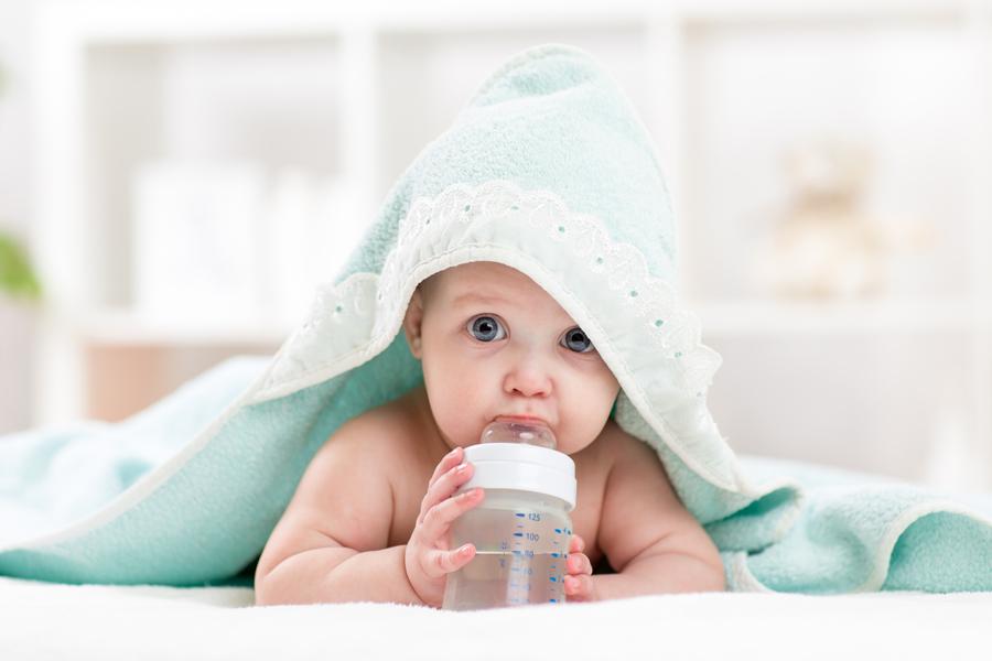 Нужнали вода малышу