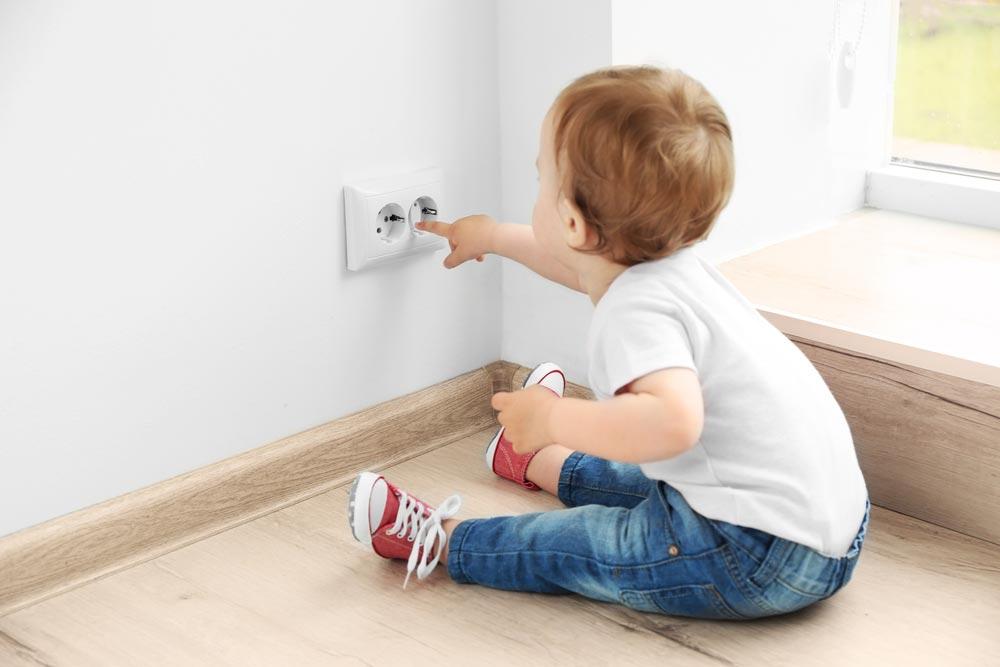 обезопасить ребенка от электричества