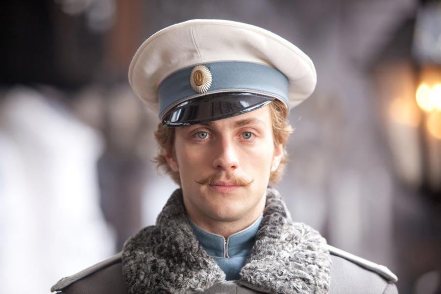 Кто главный герой романа Толстого